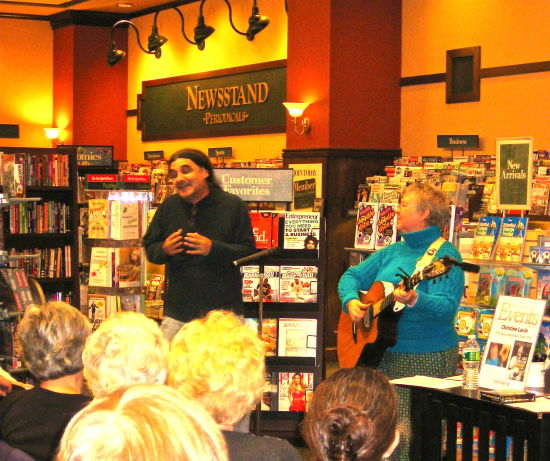 BARNES & NOBLE, NATICK, MA DON WHITE SINGS 'GOOD THING SHE CAN'T READ MY MIND:  A DUDE'S EYE VIEW'